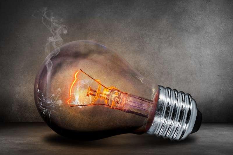 愛護土地資源,不論從每日的生活用電或者廢棄物的處理,都應該從小做起。(Photo by pxhere)