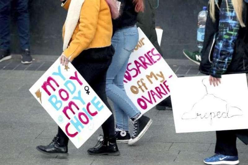 愛爾蘭25日將舉行修憲公投,決定是否廢除嚴禁墮胎的憲法第8修正案(美聯社)