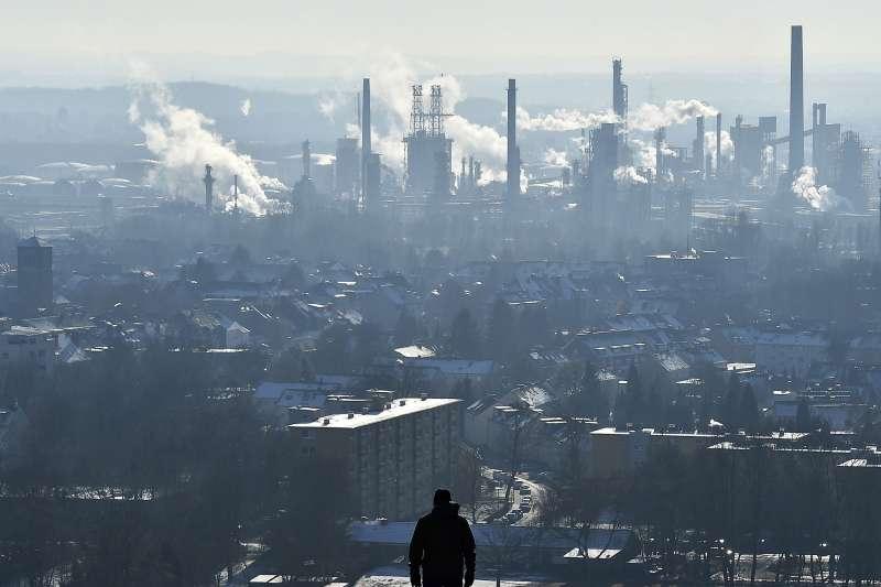 石化能源,石化燃料發電廠。(美聯社)