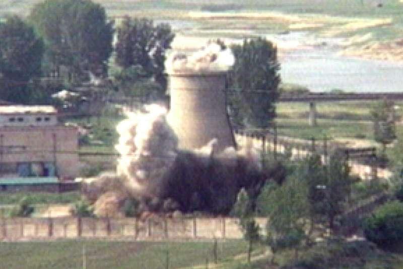 北韓2008年炸毀寧邊原子能研究中心內的冷卻水塔(AP)