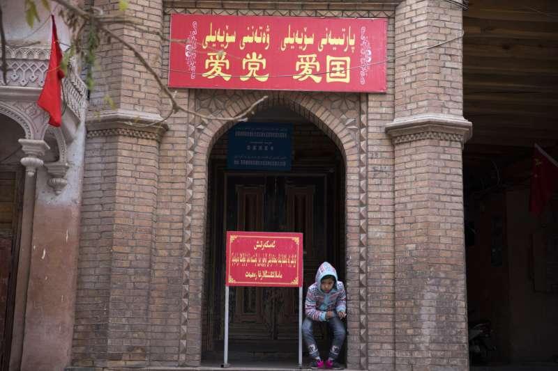 中國推動「四進」清真寺運動(AP)