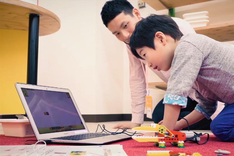 台灣的小學五年級學生Derek,小小年紀已開始用自己寫的兒童遊戲程式,征服歐美小玩家、也三度獲得美國麻省理工學院官網推薦。(示意圖,非當事人/取自youtube)