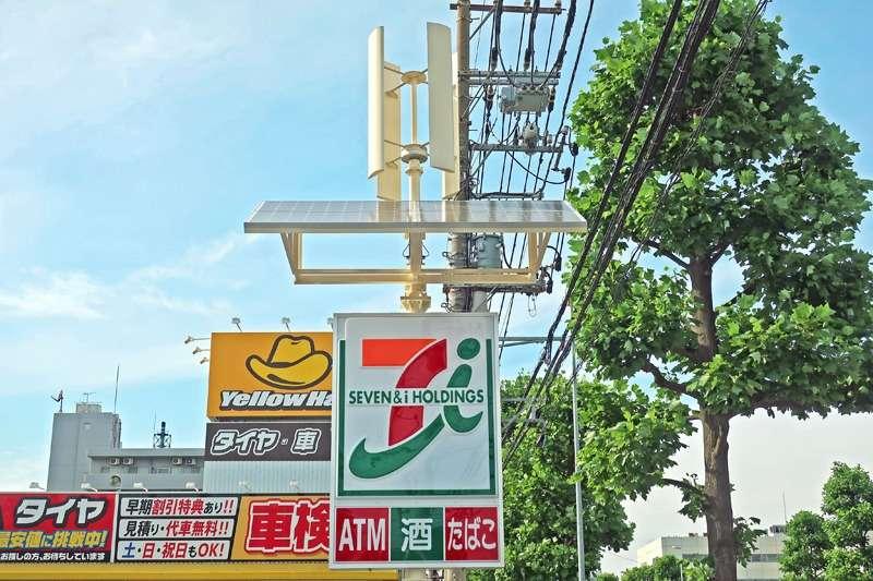 日本小7化身發電站,太陽能板、風力發電車攏有,能供應全店 46%的電力。(圖/智慧機器人網提供)