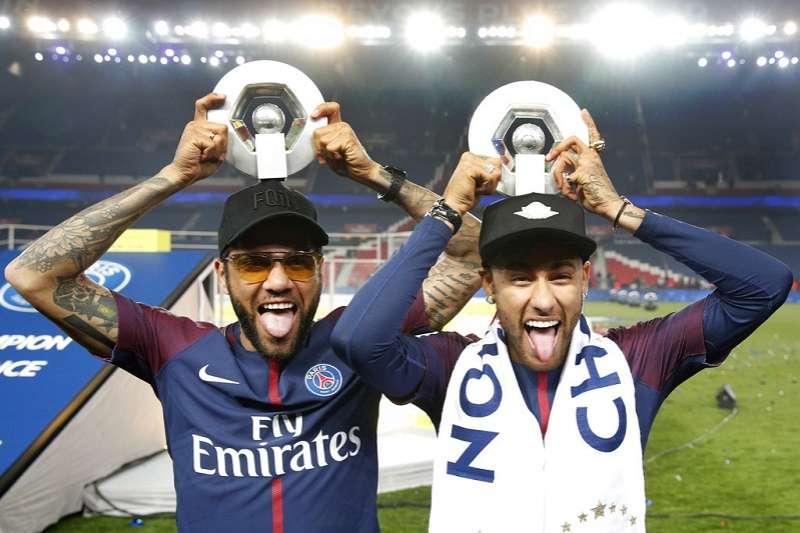 巴西前鋒內馬爾(右)也是今年世足金靴獎熱門人選。(美聯社)