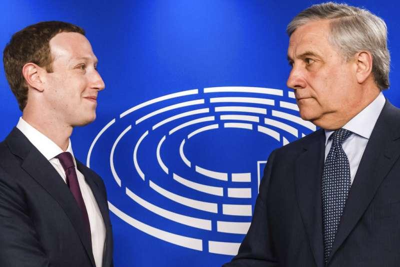 2018年5月22日,臉書執行長祖克柏出席歐洲議會聽證會,與歐洲議會議長塔加尼會面。(AP)