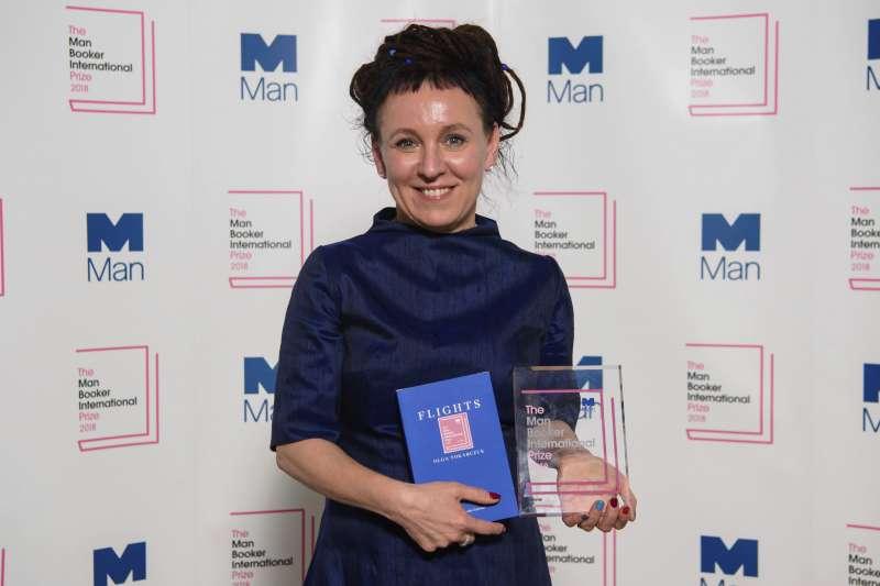 波蘭知名小說家朵卡萩以《飛翔》一書獲得2018年曼布克國際獎(美聯社)