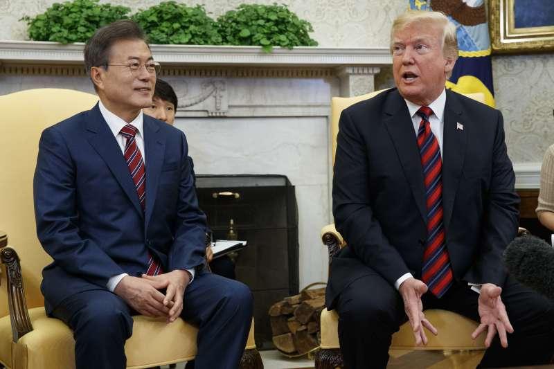 美國總統川普22日在白宮會見來訪的南韓總統文在寅(AP)
