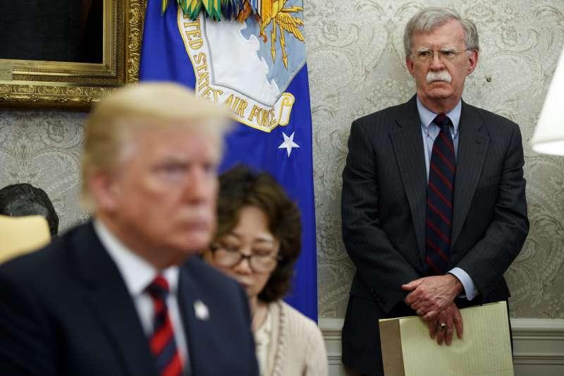 白宮國家安全顧問波頓(John Bolton,右)(AP)