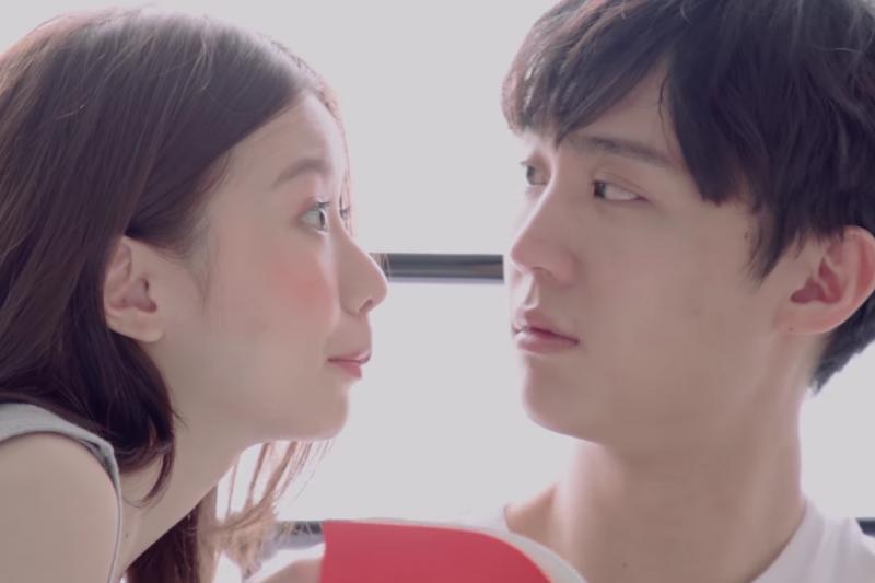 你有一見鍾情的經驗嗎?女人能夠因為男人散發的氣味來達致「一見鍾情」的感覺,如果體味跟她們父親相似,更加能夠吸引她們。(示意圖非本人/翻攝自youtube)