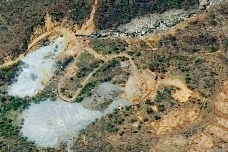 北韓24日在外媒見證下,炸毀豐溪里核子試驗場,圖為本月7日豐溪里核試場的衛星照片。(AP)