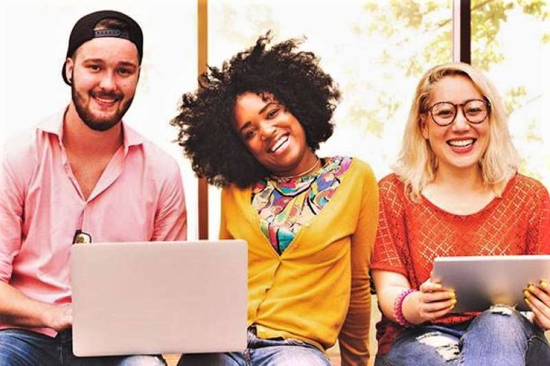 芬蘭大學免費 AI 線上課程夯,通過就能拿到學分或證書,吸引全球近 2.5 萬人報名。(圖/University of Helsinki臉書粉專)