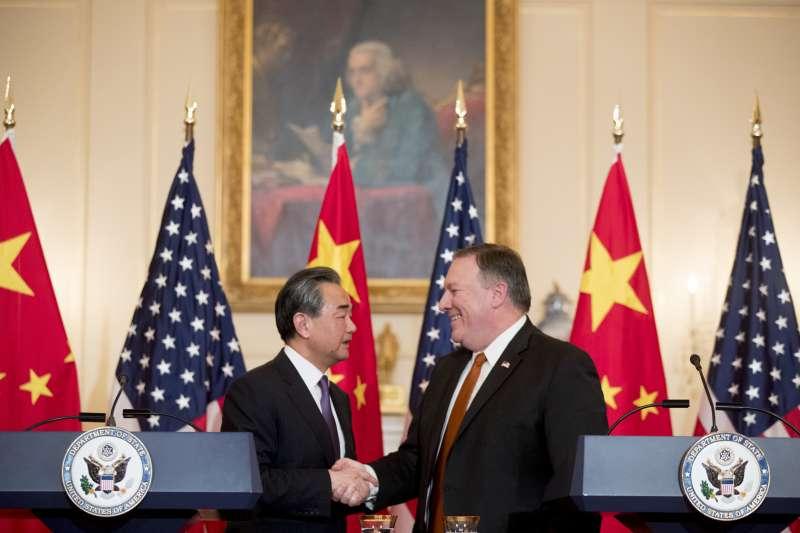 2018年5月23日,美國國務卿龐畢歐與中國外交部長王毅在華府會晤。(AP)