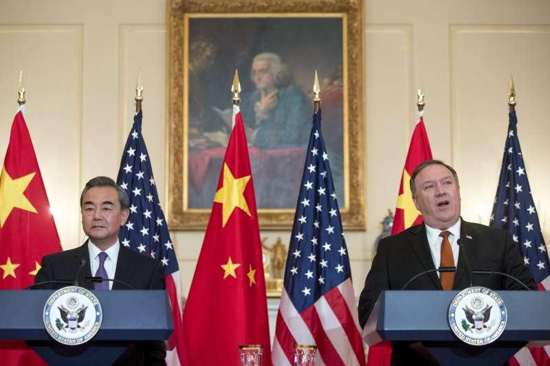 2018年5月23日,美國國務卿龐畢歐與中國外交部長王毅會晤。(AP)