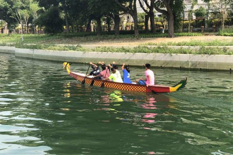 台中市將舉辦首場龍舟賽,賽場軟埤仔溪得天獨厚的平靜水域,可容納2艘小龍舟運行。(圖/台中市政府提供)