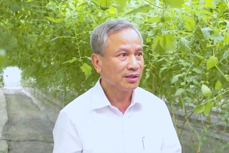 陳貴光希望用他光電的專業,打造一個讓農民能夠安心耕作的農棚