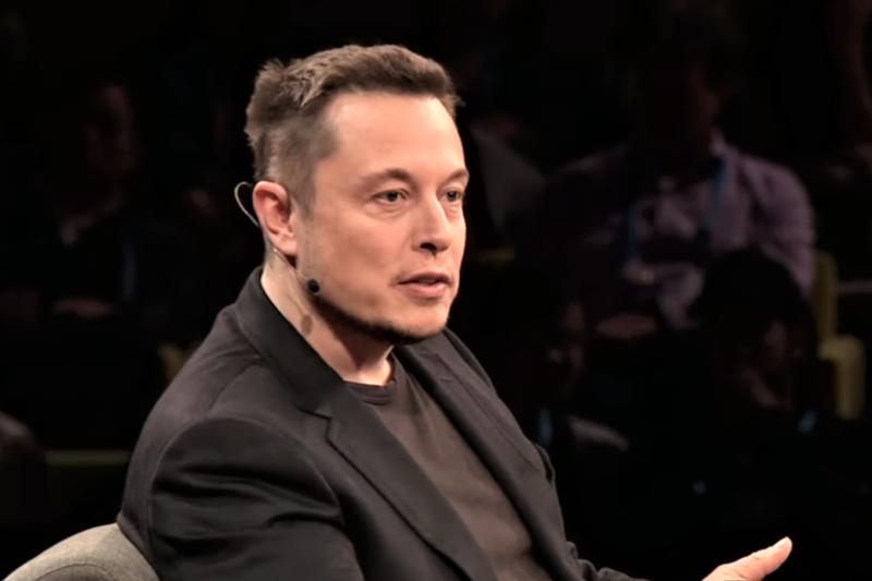 特斯拉公司(Tesla Inc)執行長馬斯克(Elon Musk)今天在致員工的公開信中表示,他正在考慮以每股420美元的價格將特斯拉變成非上市公司,但是尚未做出最後決定。(資料照,截自youtube,數位時代提供)