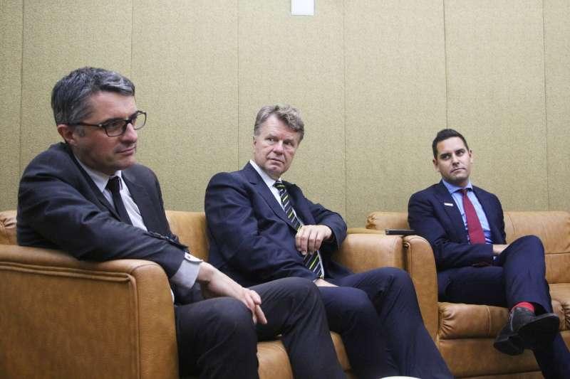 20180525-「2018國際家庭日 國際修法論壇」, 法國前國民議會議員 Erwann Binet、荷蘭前國會議員 Boris Dittrich 、澳洲新南威爾斯州獨立議員 Alex Greenwich出席。(陳韡誌攝)