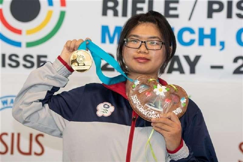 台師大新鮮人林穎欣射下世界盃女子10公尺空氣步槍金牌,成為台灣首名在世界盃拿下10公尺空氣步槍金牌的女將。(圖取自國際射擊總會ISSF官網)