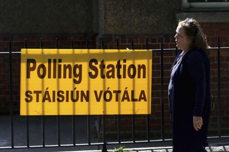 愛爾蘭25日舉行公投,決定是否廢除嚴禁墮胎的憲法第8修正案(AP)
