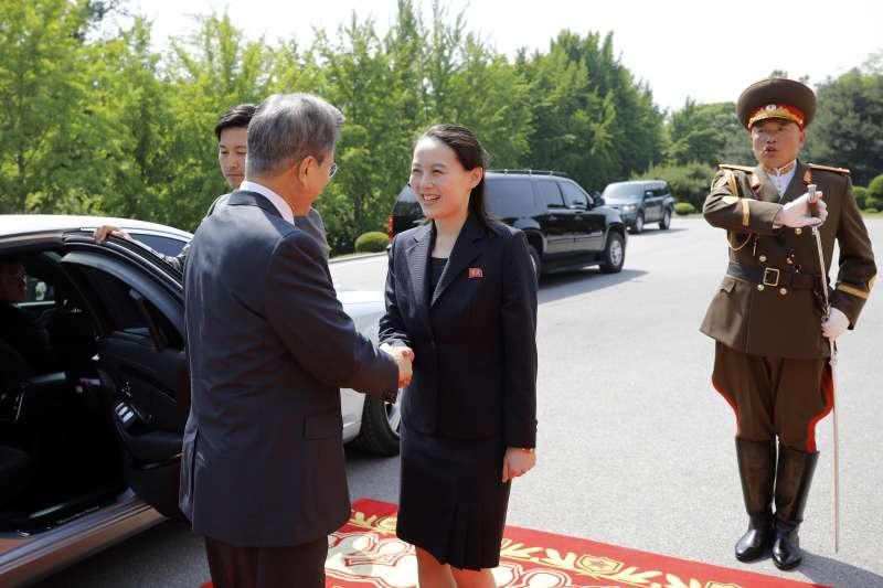 2018年5月26日,北韓領導人金正恩與南韓總統文在寅二度在板門店會面,金正恩之妹金與正到場迎接(AP)