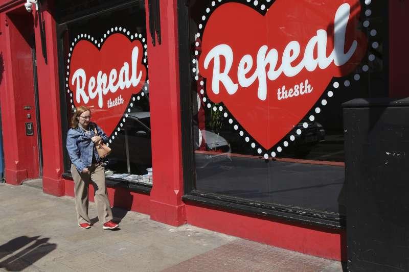愛爾蘭鬆綁墮胎修憲公投25日登場,贊成與反對方呈現拉鋸。(美聯社)