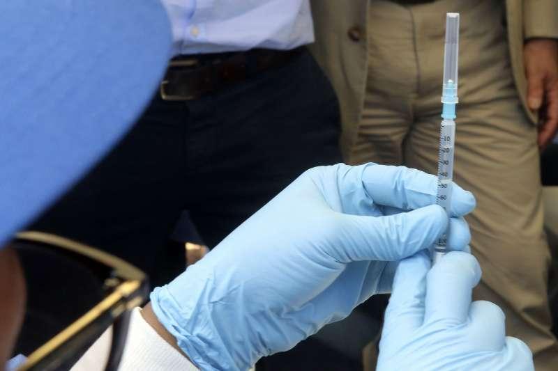WHO用來對抗伊波拉的重要武器,據稱100%有效的rVSV-ZEBOV疫苗。(美聯社)