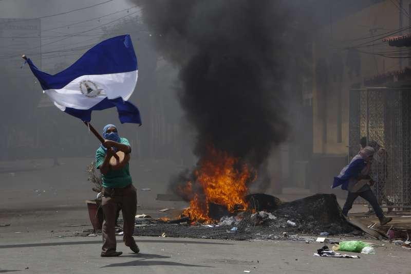 尼加拉瓜反政府民眾要求總統奧蒂嘉下台(AP)