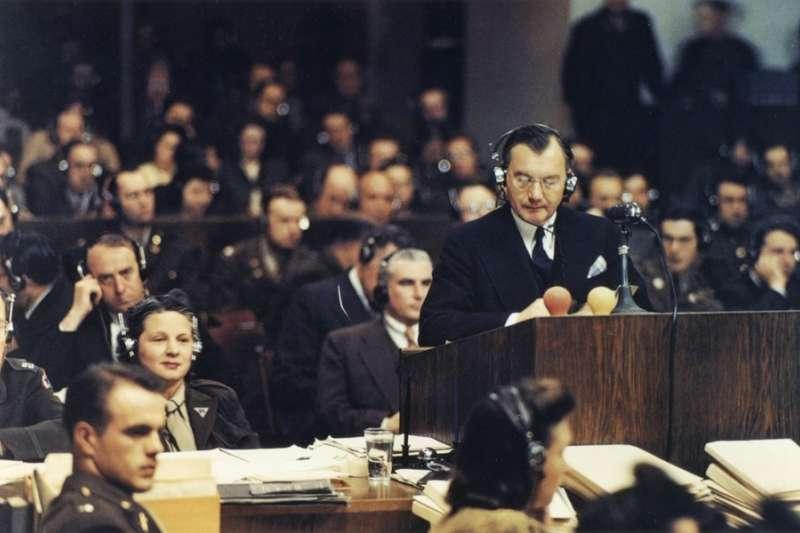 二次大戰結束後,人們都議論著那些「納粹戰犯」究竟是罪大惡極,還是只是服從命令?(圖/維基百科)