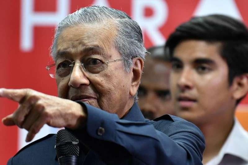 馬來西亞新當選的總理馬哈地參加2018年5月12日在馬來西亞舉行的新聞發布會。(美國之音)