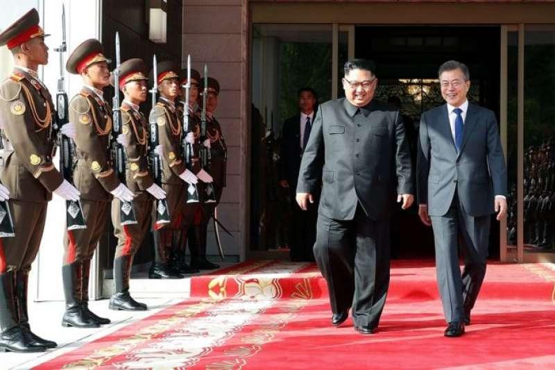 5月26日,南韓總統文在寅第二次與北韓領導人金正恩在板門店會晤。(BBC中文網)