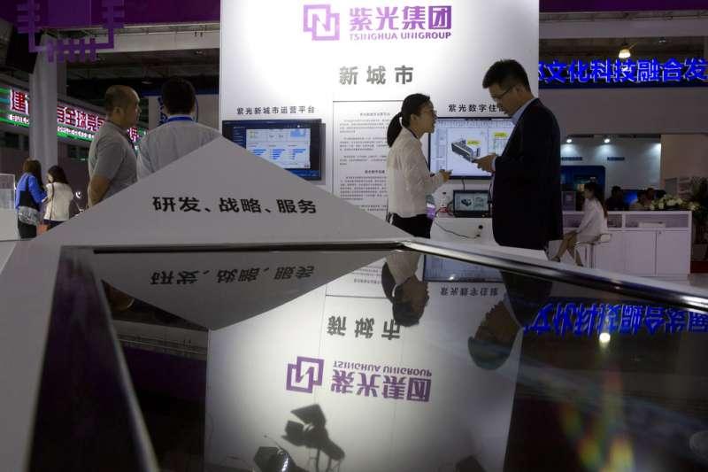中國企業爆出違約債券潮,著名大學校企北大方正集團12月初發生20億的債券違約,波及另一大學校企清華紫光集團。(美聯社)