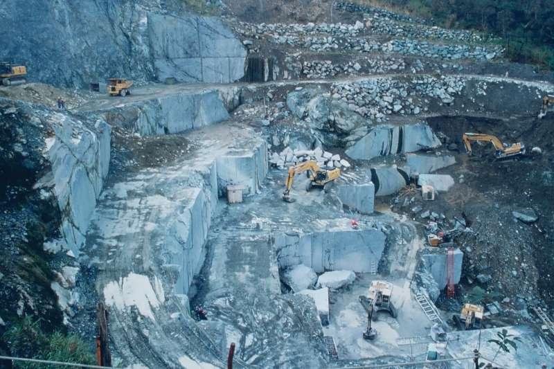 採礦、挖礦、礦場、大理石、亞泥、礦業法、原住民知情權、原住民諮商權。(取自行政院公共工程委員會網站)