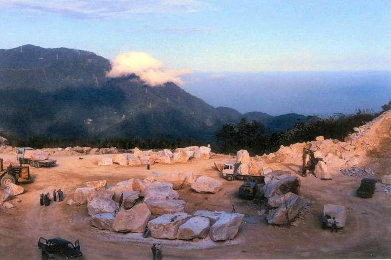 立委葉宜津建議,把高價值的大理石磨成水泥,有些應該可以朝高經濟利用價值方向努力,她甚至主張,應該設立「高值化礦業園區」。(取自中央地質調查所網站)