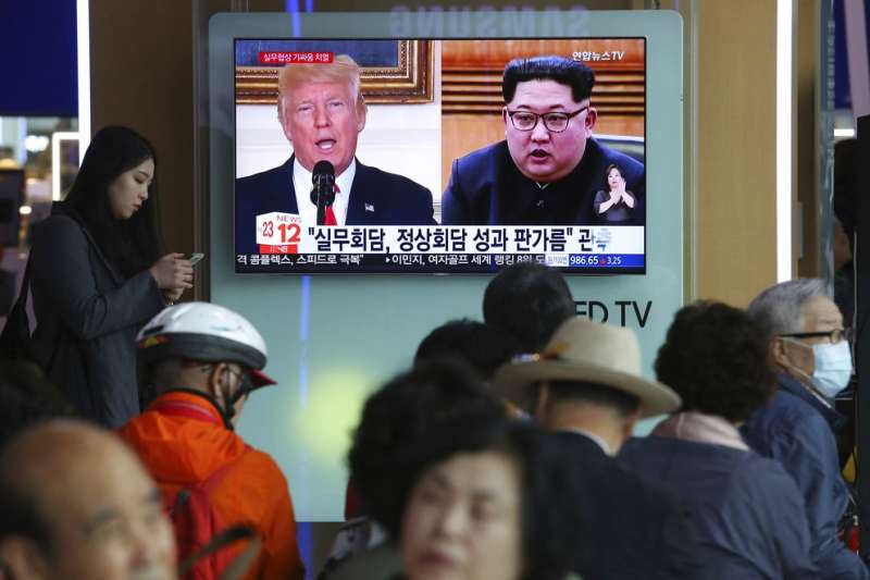 南韓媒體報導川金會的新聞。(美聯社)