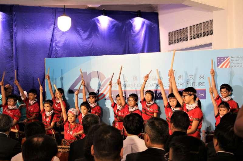 AIT40周年特展:新北市有木國小受邀表演,該國小曾是第1個接受美援的國小(簡恒宇攝)