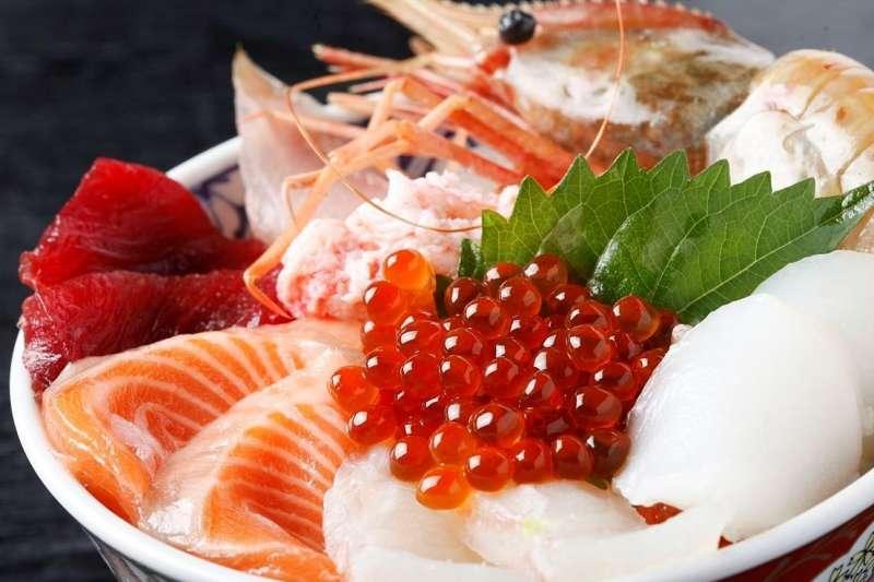 海鮮是許多饕客的最愛!了解不同魚類的產季,才能知道在什麼季節的魚會最美味!(圖/海鮮ドン@wikimedia commons)