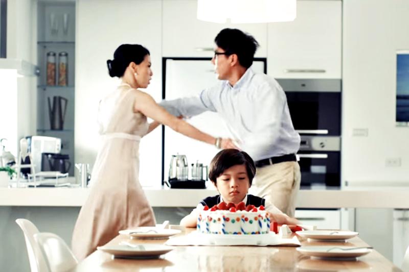 父母因關係難題頻繁的爭執,對孩子的身心狀態而言,是很大的壓力。(示意圖非本人/翻攝自youtube)