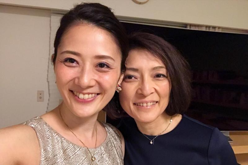 日本知名經濟評論家勝間和代宣布與女性交往。(翻攝勝間推特)