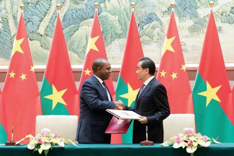 「在5月24日晚間,台灣突然接到了非洲友邦布吉納法索的『斷交』決定,一時之間震動台北政壇。」(多維觀點提供)