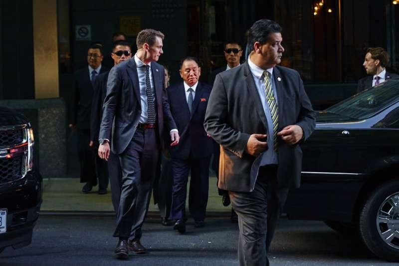 金英哲5月30日出現在紐約的飯店外,他是18年來第一位訪問美國的北韓高官。(美聯社)