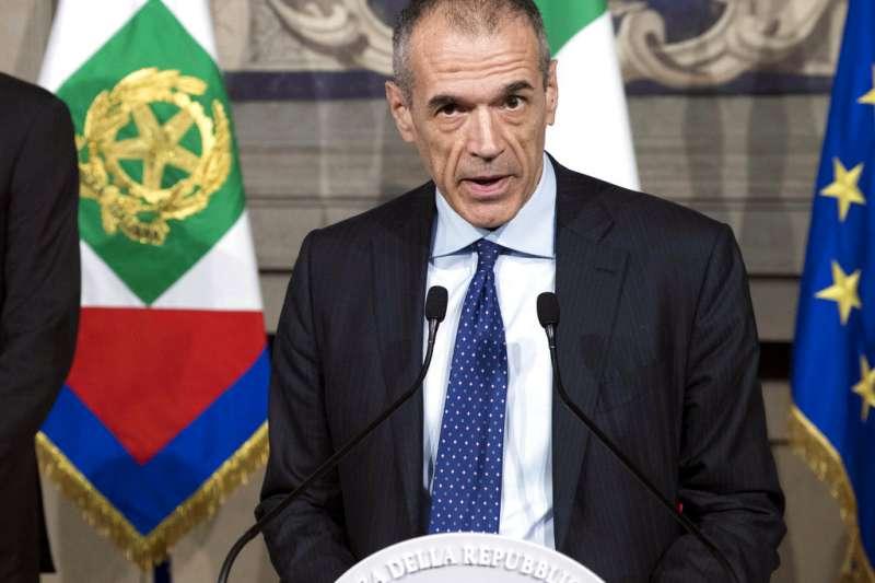 原要擔任義大利過渡總理的柯塔雷利(Carlo Cottarelli),5月31日宣布,他將不會擔任過渡總理,交由五星運動黨與聯盟黨組閣。(AP)