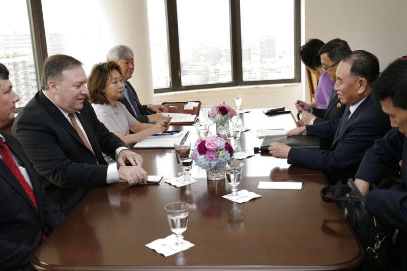 金正恩特使、朝鮮勞動黨副委員長金英哲與美國國務卿龐畢歐舉行會談,討論川金會的框架與實質內容。(美聯社)