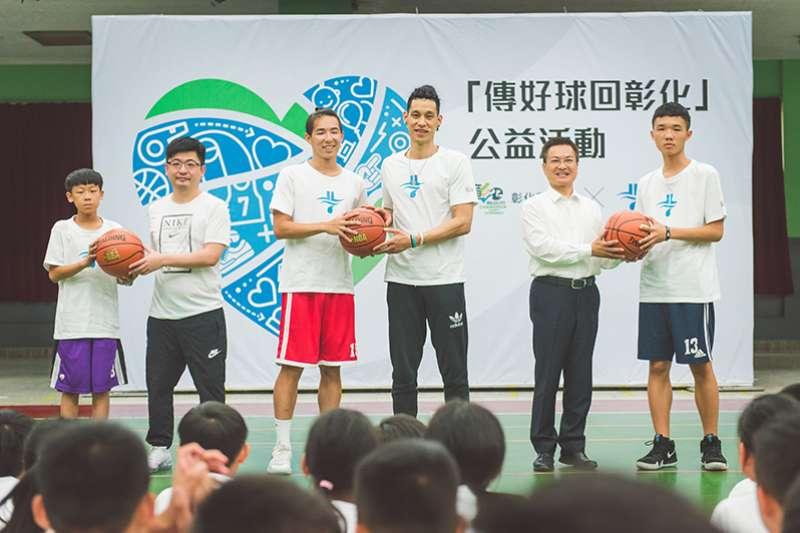 林書豪台灣行來到父親的故鄉彰化,與彰化高中、溪湖國中球員進行「好球傳回彰化」的分享活動,勉勵同學全能發展自己。(圖/創異國際行銷)