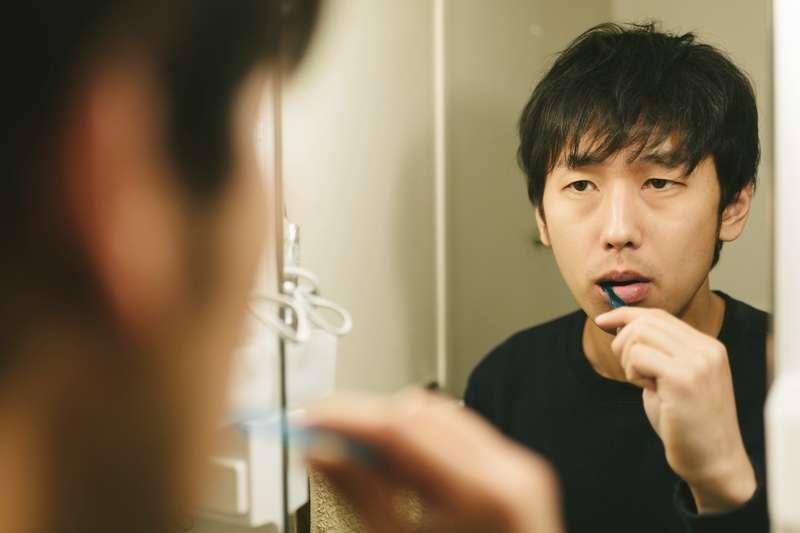 為什麼明明有刷牙,卻還是會有口臭呢?(示意圖非本人/pakutaso)