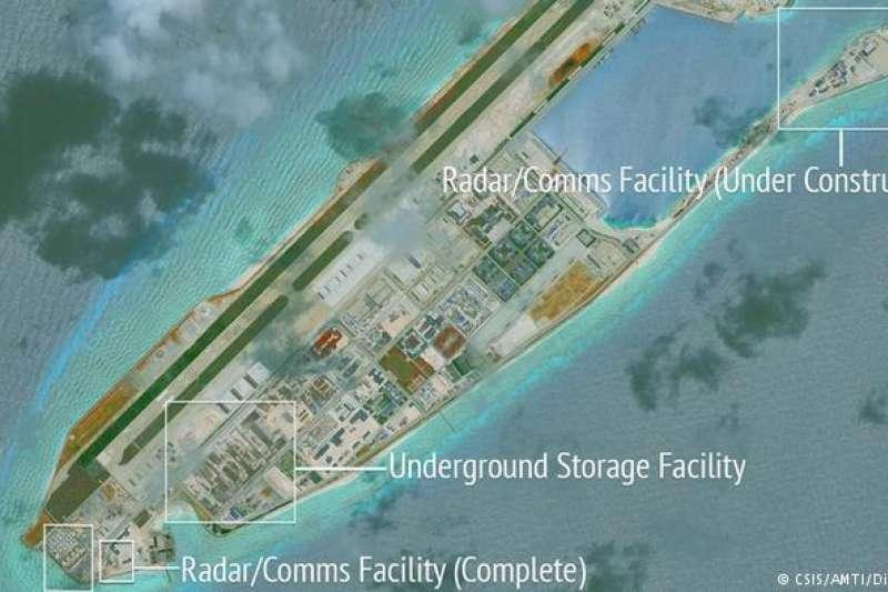 中國在南沙群島的諸多原本無人居住的島礁上建起軍事設施(DW)