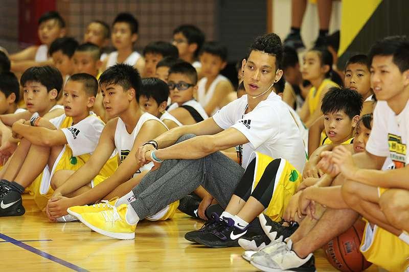 林書豪訓練營今年在花蓮為期2天圓滿結束,整個訓練營緊扣今年主題「不只是籃球」,林書豪希望小朋友都能學到更多。(圖/創異國際行銷)
