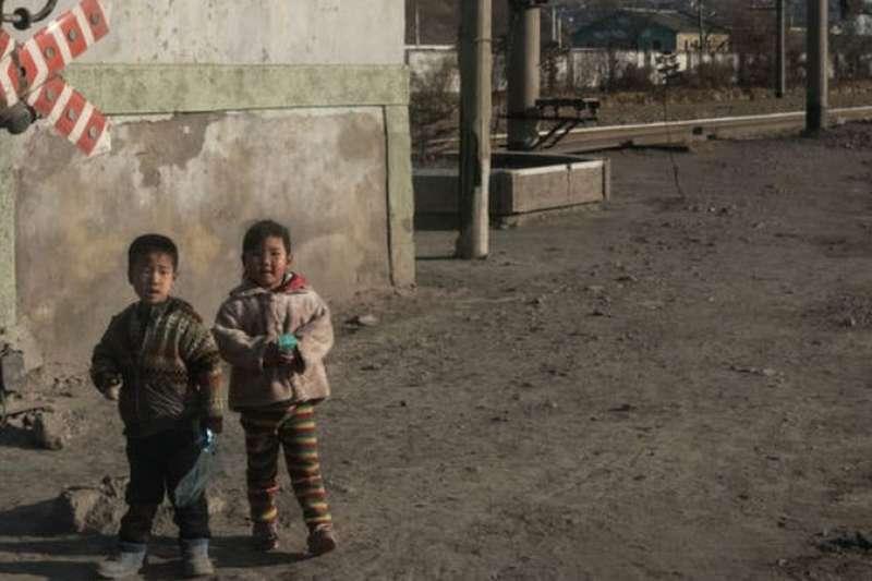 大多數北韓兒童能接受基礎教育,但有些兒童被迫提前輟學。(BBC中文網)