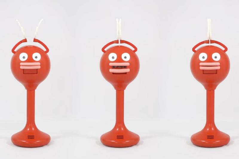 擁有香腸嘴的拍手機器人 Big Clapper,喜感外表格外吸引注意力。(圖/BYE BYE WORLD @ YouTube)
