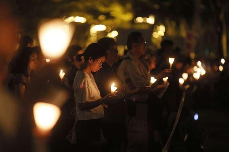 2018年6月4日,香港11.5萬市民在維多利亞公園舉行燭光晚會,悼念「六四」29周年(AP)