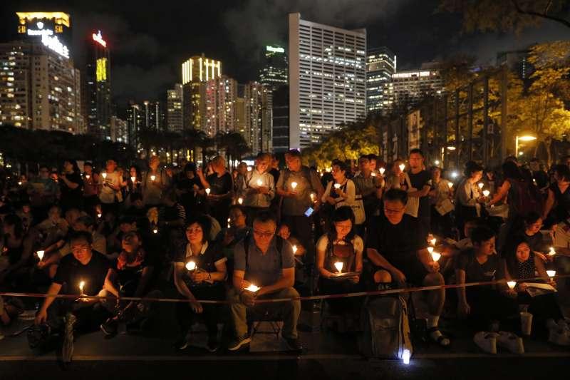 2018年6月4日,香港11.5萬市民在維多利亞公園舉行燭光晚會,悼念「六四」29周年(資料照,AP)